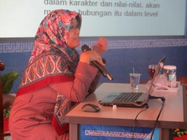 Pengajar - Ibu Sitaresmi Soekanto
