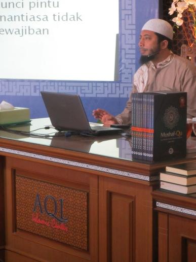 Pengajar - Ust. Khalid Basalamah